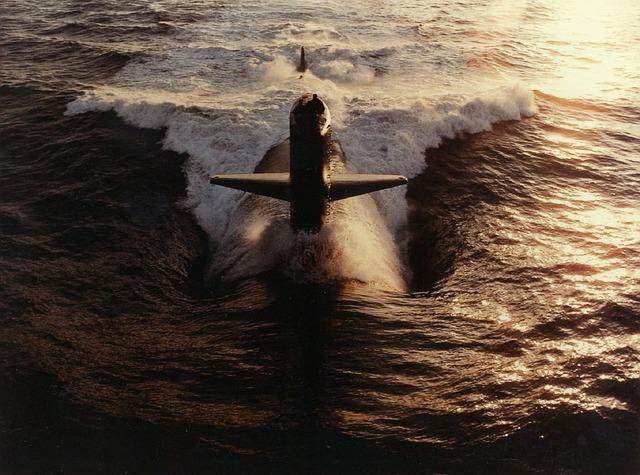 ponorka v moři