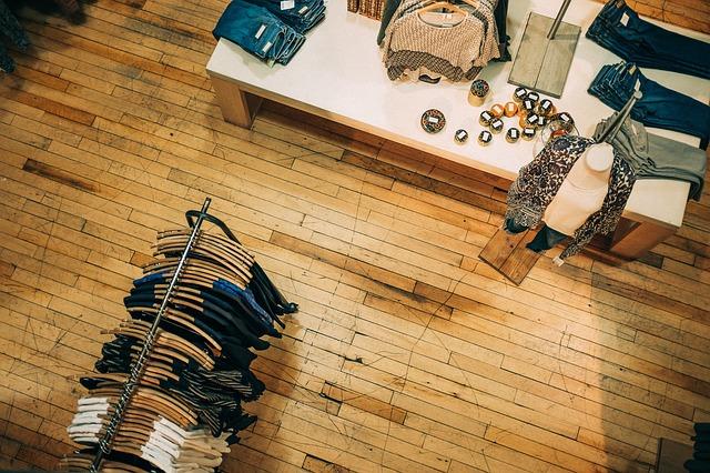 oblečení v prodejně