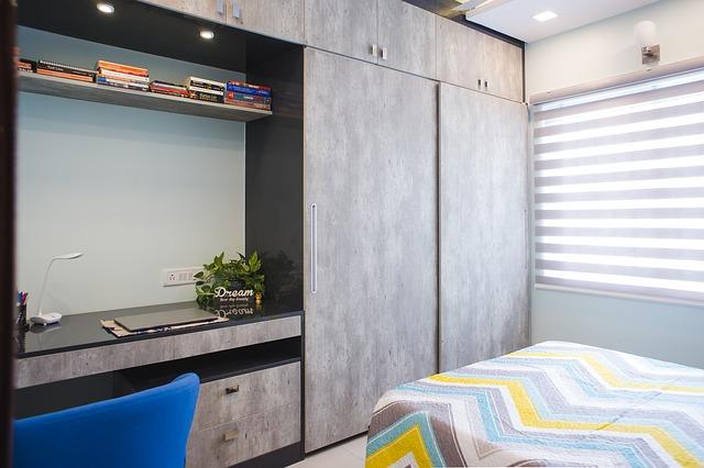 Ložnice s vestavěnými skříněmi